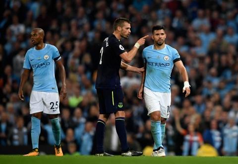 Rooney ghi ban thu hai lien tiep, Everton cam chan Man City hinh anh 11