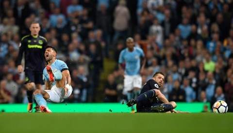 Rooney ghi ban thu hai lien tiep, Everton cam chan Man City hinh anh 10