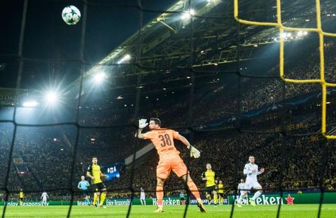 Song sat Ronaldo - Bale toa sang giup Real nhan chim Dortmund hinh anh 5