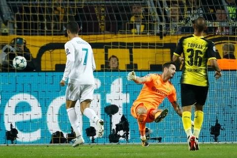 Song sat Ronaldo - Bale toa sang giup Real nhan chim Dortmund hinh anh 9