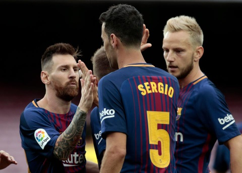 Messi dat thanh tich tot nhat lich su trong ngay buon cua Barca hinh anh 6