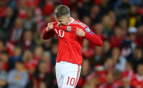Gareth Bale va dong doi chinh thuc o nha xem World Cup hinh anh