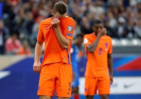 Robben va dong doi chinh thuc o nha xem World Cup hinh anh 7