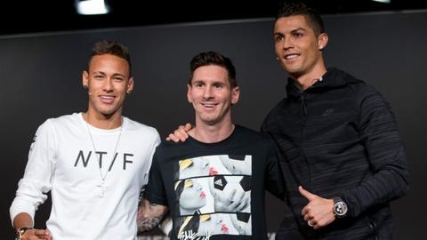 Hi hoa Messi va Neymar nap bui ram lam nen cho Ronaldo hinh anh