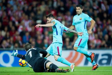 Paulinho va Messi ghi ban, Barca lap cach biet 8 diem voi Real hinh anh 3