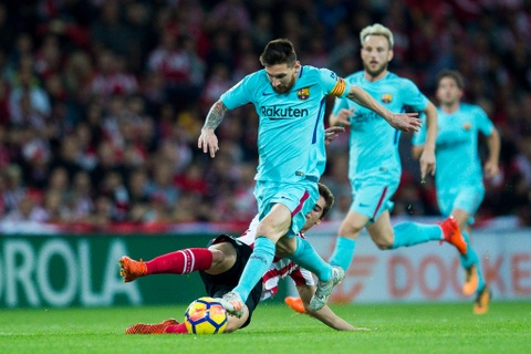 Paulinho va Messi ghi ban, Barca lap cach biet 8 diem voi Real hinh anh 1