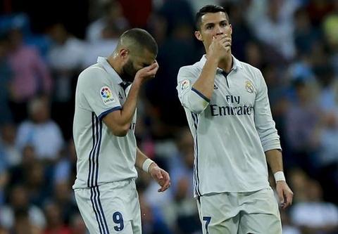 Benzema bo phi duong choc khe hoan hao cua Ronaldo hinh anh