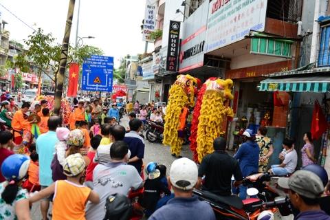 Gioi kinh doanh Sai Gon thue lan - su - rong khai truong hinh anh 3