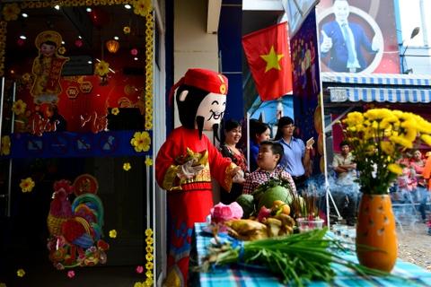 Gioi kinh doanh Sai Gon thue lan - su - rong khai truong hinh anh 4