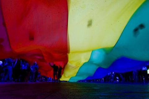 Ban tre tung co cau vong LGBT tren pho di bo Nguyen Hue hinh anh 3