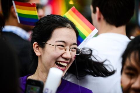 Ban tre tung co cau vong LGBT tren pho di bo Nguyen Hue hinh anh 10