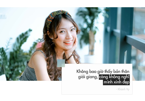 'Hot girl noi 7 thu tieng': Xinh va gioi gio se khong F.A hinh anh 4