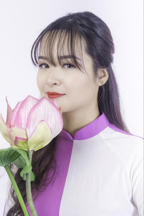 Pho chu nhiem CLB mua xinh dep: 'Nho la fan Kpop nen biet cach cu xu' hinh anh 4