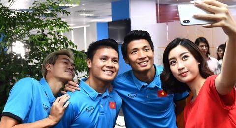 Bui Tien Dung so cho, Van Toan nhan khong chung thuy bang Quang Hai hinh anh 2