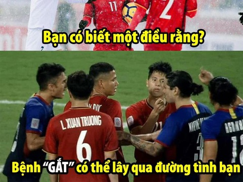 Anh che Trong 'gat', Quang Hai duoc 4 cau thu Philippines xin chu ky hinh anh