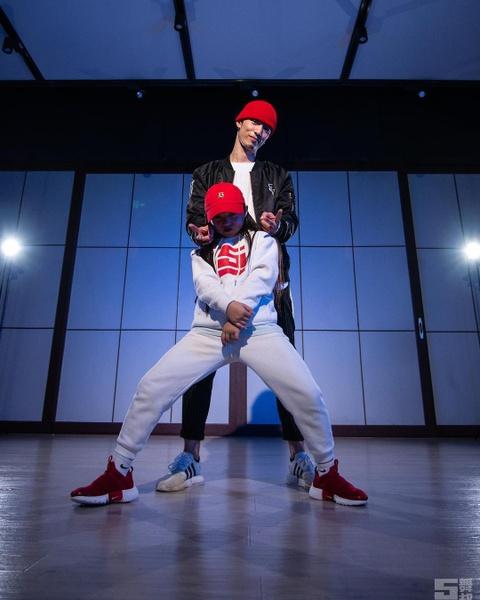 'Than dong hip hop' 10 tuoi va ap luc phai chiu vi noi tieng qua som hinh anh 5