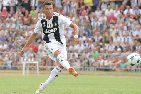 Cristiano Ronaldo sut phat khong tot o Serie A hinh anh