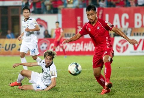 Van Toan duoc fan to chuc sinh nhat som sau tran thua Hai Phong hinh anh 4