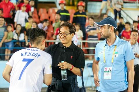 Van Toan duoc fan to chuc sinh nhat som sau tran thua Hai Phong hinh anh 9