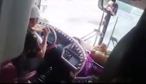 'Tai xe buong vo lang an mi la coi thuong tinh mang khach' hinh anh