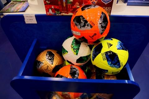 #Justgo: Den cua hang chinh thuc dau tien cua FIFA World Cup 2018 hinh anh 15