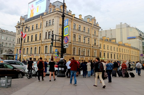 #Mytour: Dem trang va cai lanh thau cua Saint Petersburg mua World Cup hinh anh 2
