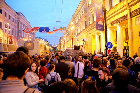 #Mytour: Dem trang va cai lanh thau cua Saint Petersburg mua World Cup hinh anh 3