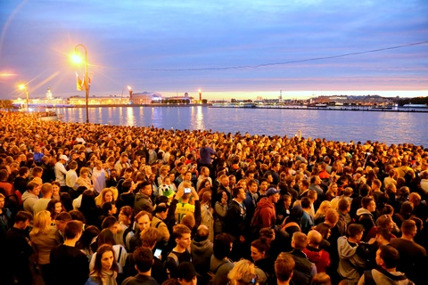 #Mytour: Dem trang va cai lanh thau cua Saint Petersburg mua World Cup hinh anh 7