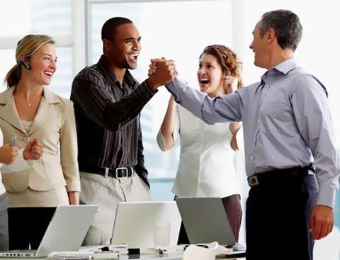 Làm thế nào để có một cái bắt tay thành công ở công sở?