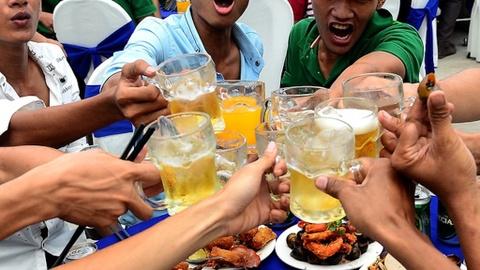 5 người ăn nhậu trong lúc giãn cách bị phạt 75 triệu đồng