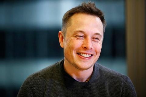 Mao danh Elon Musk de lua tang Bitcoin, Tesla Model 3 hinh anh