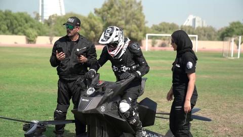 Canh sat Dubai luyen tap xe bay hinh anh