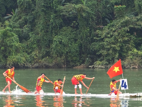 Độc đáo lễ hội đua mảng ở Hà Giang