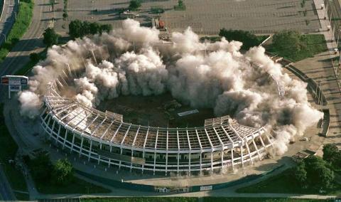 Loạt ảnh chứng minh nhiều điểm đến hoang tàn sau mùa Olympic