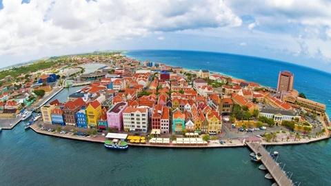 Curacao, thiên đường của 'nữ hoàng bóng đêm' và đàn hồng hạc