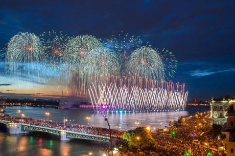 Hòa mình vào lễ hội Đêm trắng lâu đời nhất thế giới ở Nga