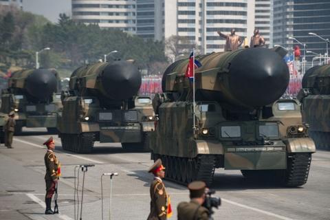 Kim Jong Un tuoi cuoi tham trang trai nuoi lon cua khong quan hinh anh 6