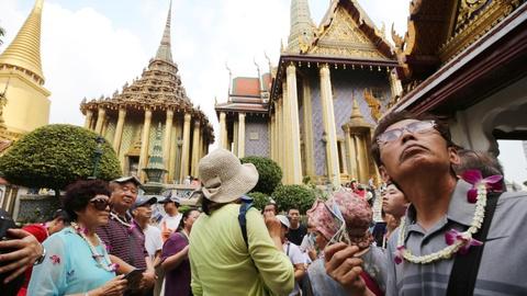 Nhat, Thai tim cach 'moi' tien khach Trung Quoc mua du lich Tet hinh anh