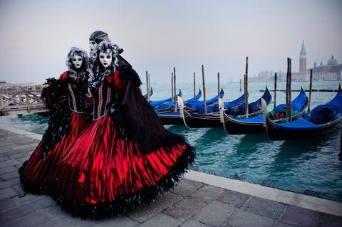 Den Venice vao thang 2, du le hoi hoa trang hoanh trang nhat nam hinh anh 2