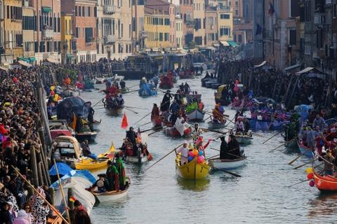 Den Venice vao thang 2, du le hoi hoa trang hoanh trang nhat nam hinh anh 5