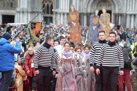 Den Venice vao thang 2, du le hoi hoa trang hoanh trang nhat nam hinh anh 4