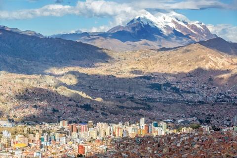 Nước nào có 2 thủ đô, chợ phù thủy ở độ cao hơn 3.600 m?