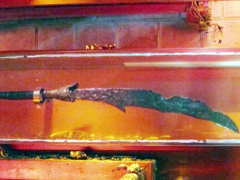 Vua Mạc Đăng Dung dùng cây đao nặng 30 kg đánh trận?