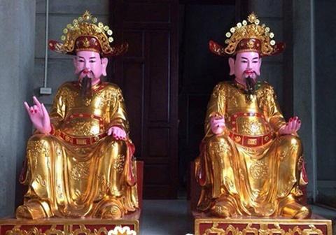 Theo truyền thuyết, Nam Tào và Bắc Đẩu được giao giữ sổ gì?