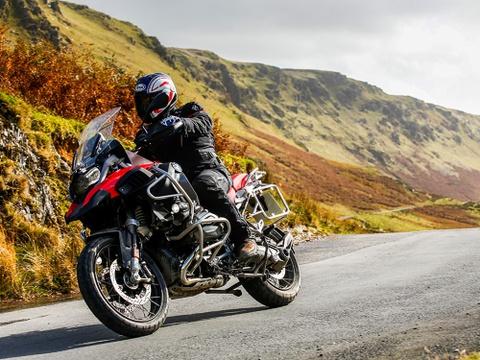 5 mau moto Adventure hap dan nhat nam 2018 hinh anh