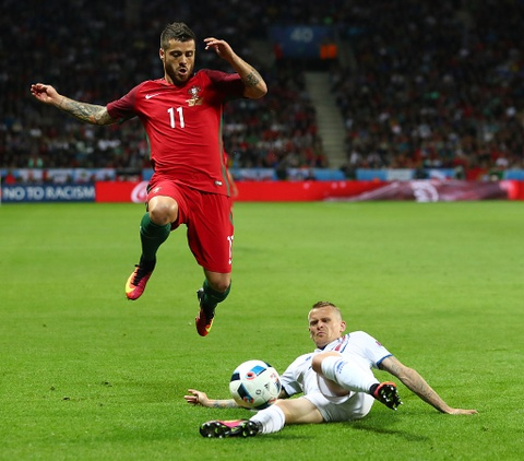 Ronaldo vao doi hinh te nhat luot dau vong bang Euro 2016 hinh anh 7