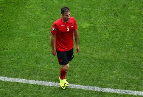 Ronaldo vao doi hinh te nhat luot dau vong bang Euro 2016 hinh anh 8