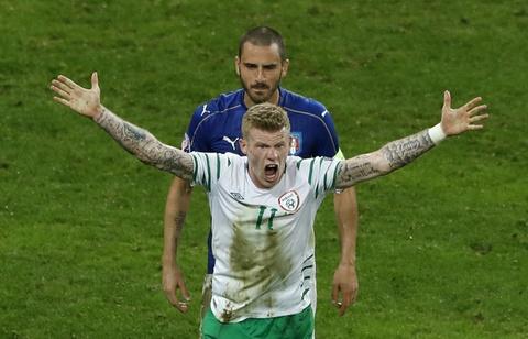 Danh bai Italy, CH Ireland lan dau vuot qua vong bang Euro hinh anh