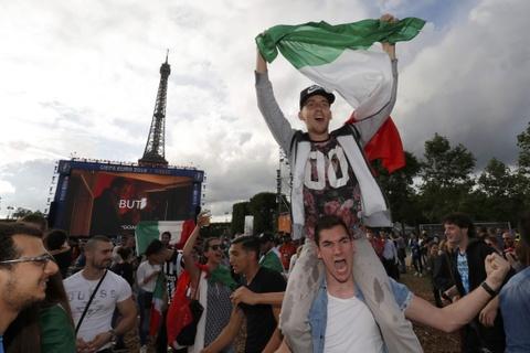 Nguoi Italy vo oa sau chien thang lich su truoc Tay Ban Nha hinh anh 8
