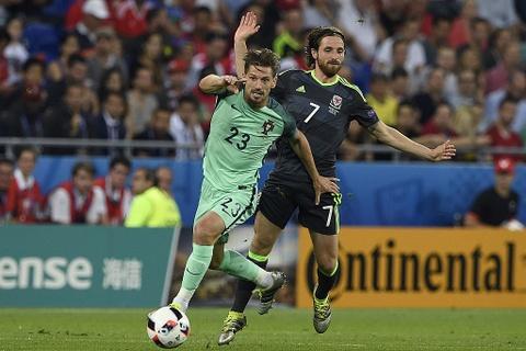 Ronaldo - cau thu hay nhat tran Bo Dao Nha vs Wales hinh anh 10